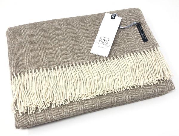 Sofadecke mit Fischgrätmuster aus 100% gewebter Baby Alpaka Wolle